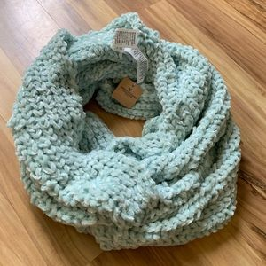 NWT American Eagle mint green infinity scarf